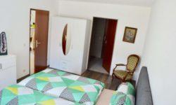 Elternzimmer mit direktem Zugang zum Badezimmer